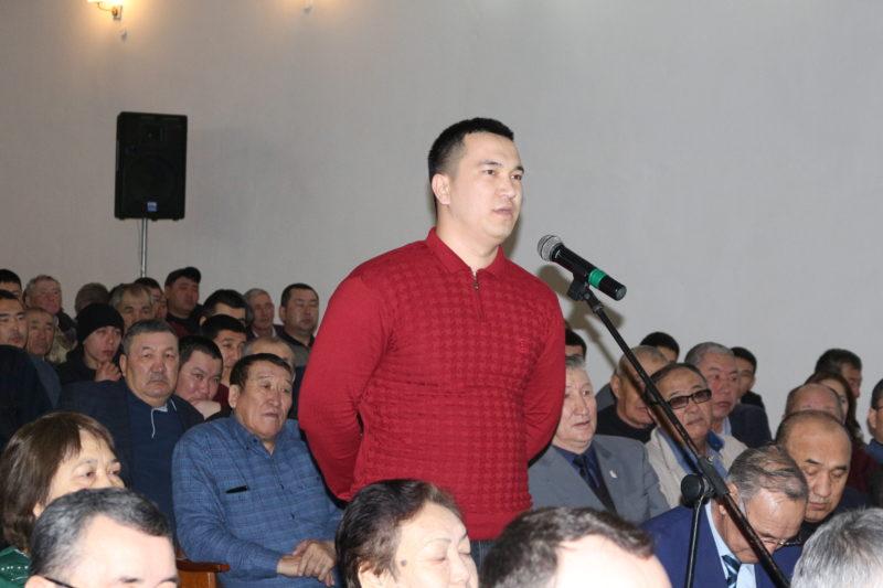 Новости Атырау - Молодежь попросила акима Атырау построить спортзалы