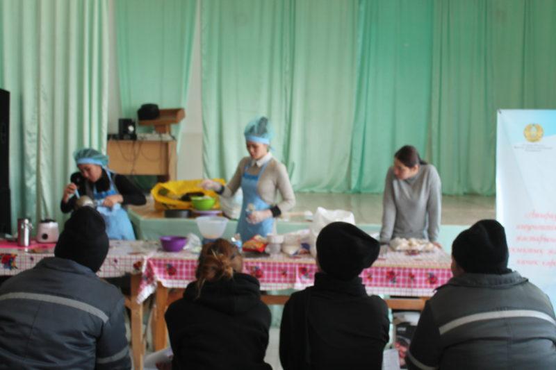Заключенных женской колонии научили печь торты и наращивать ресницы