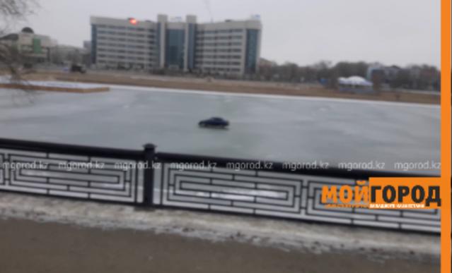 Полицейские Атырау разыскивают лихача, катающегося на льду