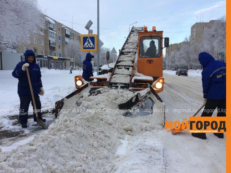 Около 30 тысяч кубометров снега вывезено из Уральска