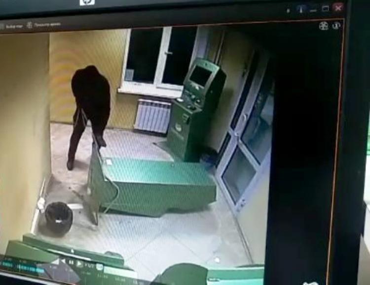 Новости Атырау - Почти 1 миллион тенге похитили из терминалов грабители в Атырау