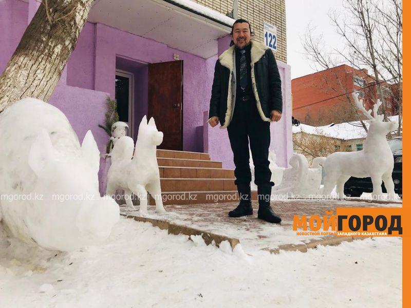 Оленья упряжка, кабан и собака: уралец создает фигуры из снега
