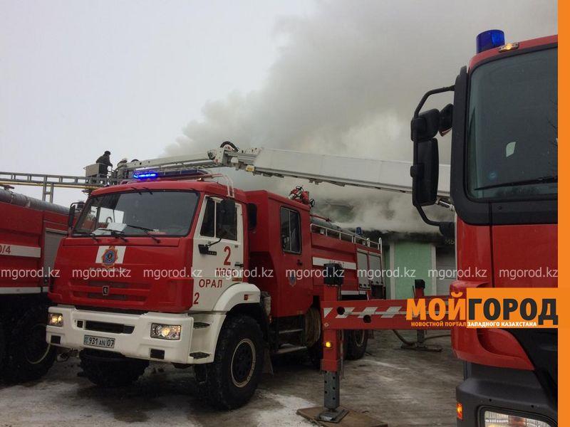 Новости Уральск - Крупный пожар в Уральске: задействованы 18 машин спецтехники и 70 пожарных (фото, видео)