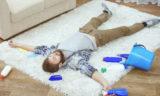 Домашние хитрости: уксус и вода помогут удалить пятна с ковра