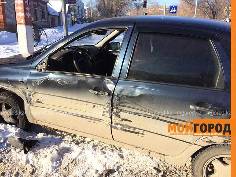 Новости Уральск - Пассажирский автобус столкнулся с легковым автомобилем в Уральске