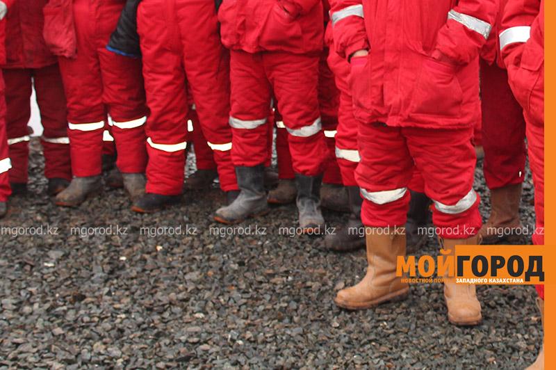 Новости Уральск - 200 сотрудников подрядной организации КПО б.в. не вышли на месторождение, требуя улучшения условий труда (видео)