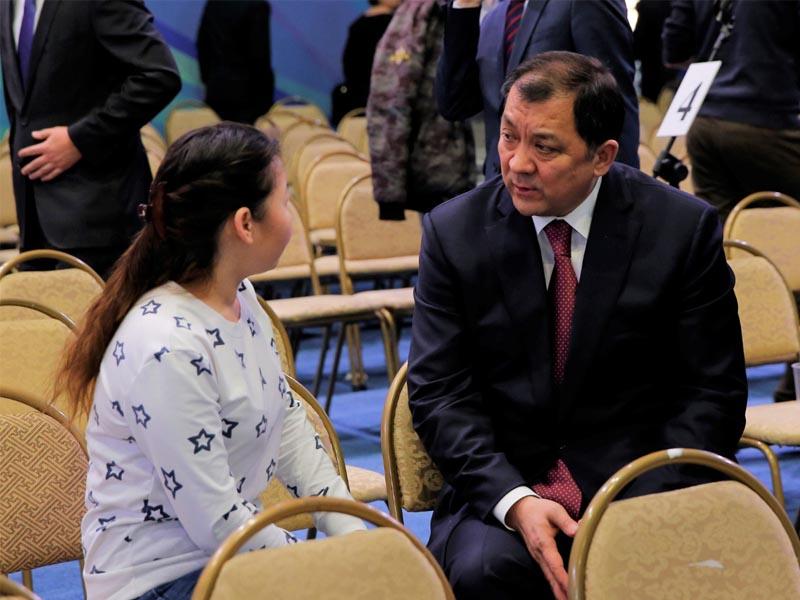 Новости Атырау - Ногаев отчитался перед полупустым залом – как это было