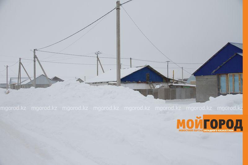 Новости Уральск - Уральск завалило снегом: жители нанимают машины и сами вывозят снег