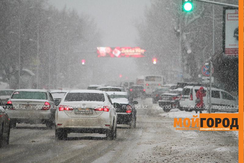 Новости Актобе - Из-за бурана перекрыли дорогу в Актюбинской и Западно-Казахстанской областях