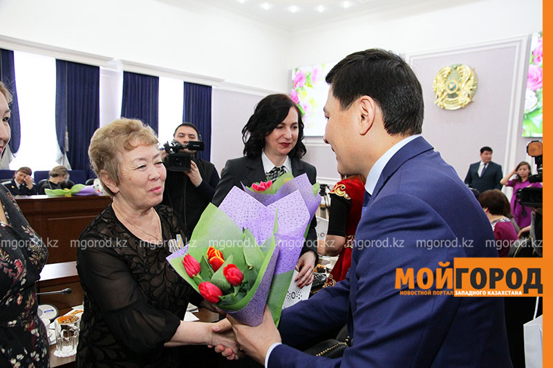 Новости Уральск - Аким ЗКО поздравил женщин с праздником