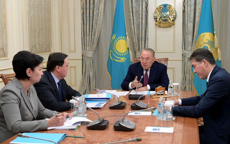 Новости - Многодетные семьи должны получать соцпомощь уже с 1 апреля - Нурсултан Назарбаев