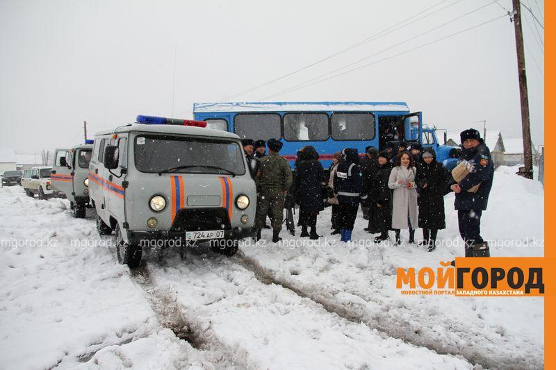 Новости Уральск - Из-за бездорожья ношу ребенка в школу на руках - жительница дачи Уральска