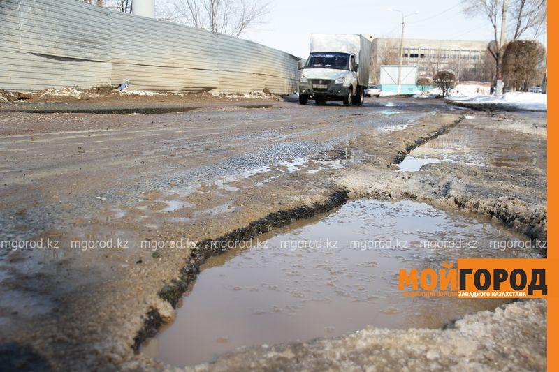 В Актобе суд обязал подрядчика переделать отремонтированную дорогу