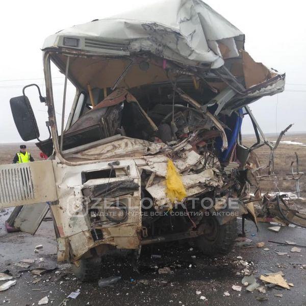 Три человека погибли и еще 10 пострадали в ДТП в Актюбинской области