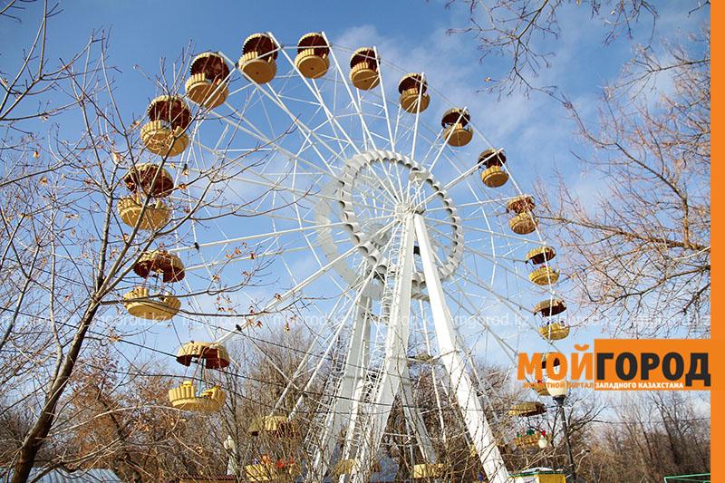 Как изменится парк в Уральске и кто установит новое колесо обозрения Остановку колеса обозрения с людьми покомментировало руководство парка в Уральске