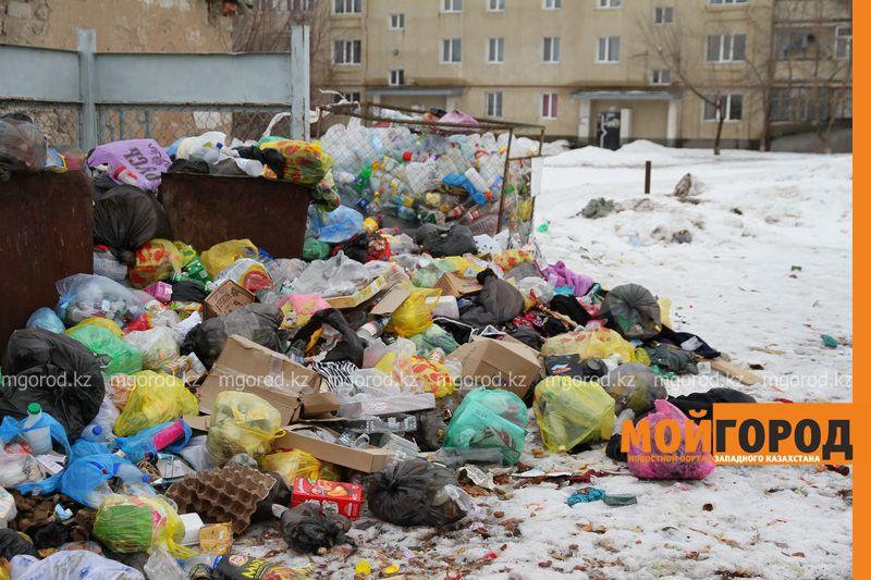 Мусор не вывозят неделями - жительница Уральска
