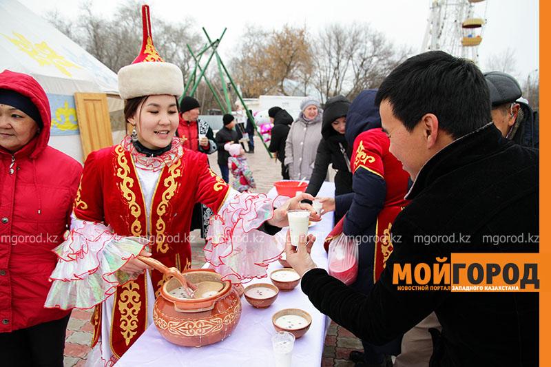 Праздничный концерт прошел в парке культуры и отдыха Уральска