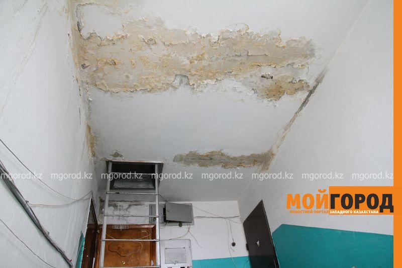 Новости Уральск - Растаявший на крыше многоэтажки снег затопил квартиры до первого этажа
