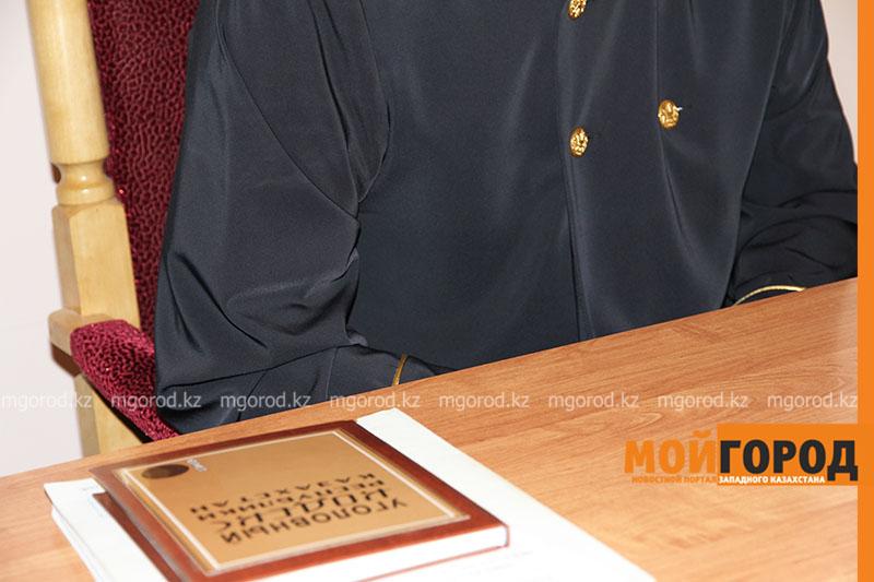 Новости Атырау - Житель Атырау швырнул в продавца коробкой из-под обуви и заплатит за это штраф