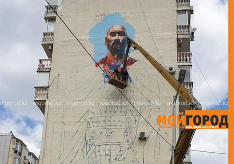 Новости Атырау - Образы Махамбета, Курмангазы, Дины и других исторических личностей появились на фасадах атырауских многоэтажек