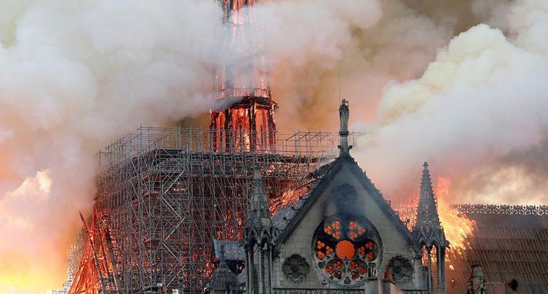 Новости - В Париже горел Нотр-Дам де Пари