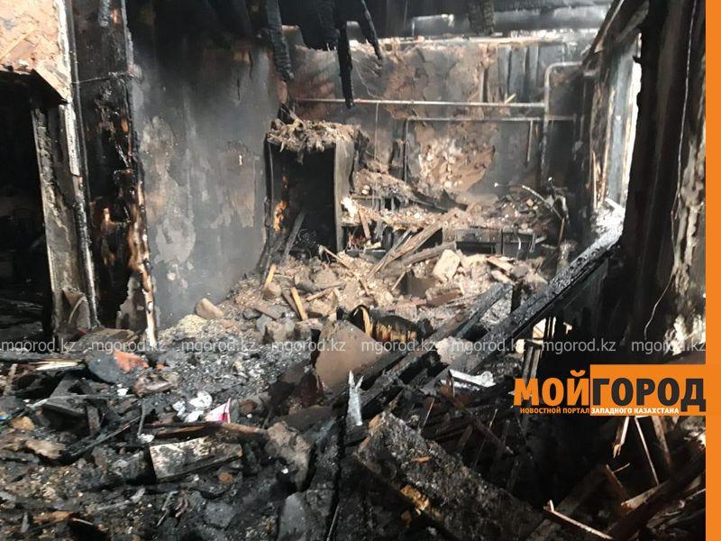 В Актобе таксист спас из горящего дома семью