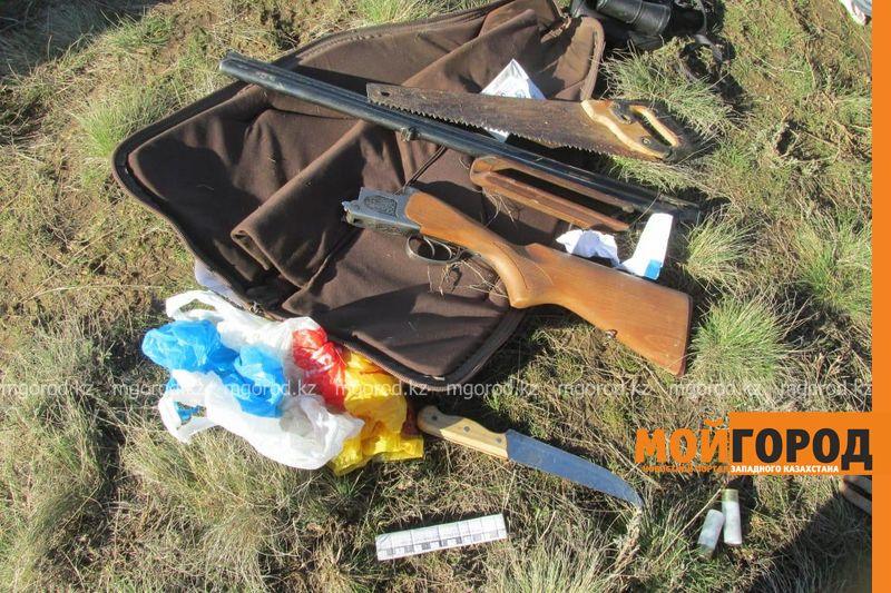 Новости Уральск - Инспектора охотзоопрома задержали с сайгачьми рогами и оружием в автомобиле