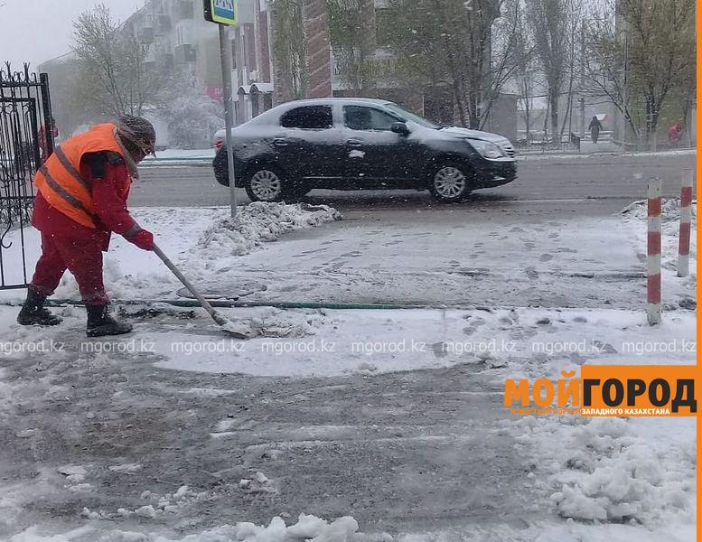 Новости Атырау - В Атырау коммунальные службы продолжают работать в усиленном режиме