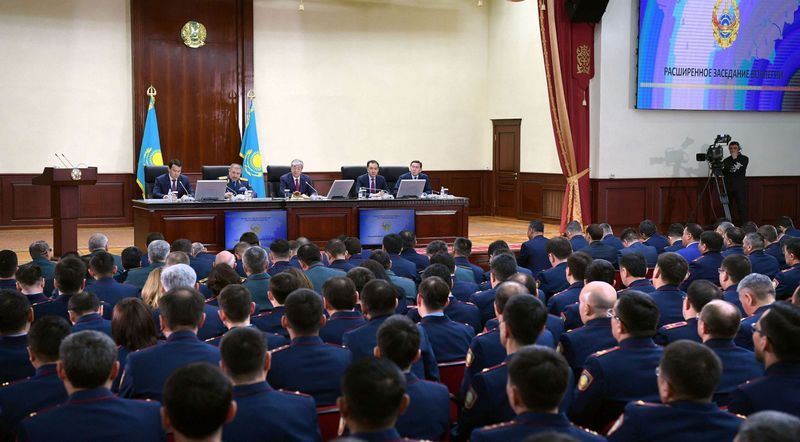 Новости - Токаев на встрече с руководством МВД: Полиция должна завоевать доверие населения