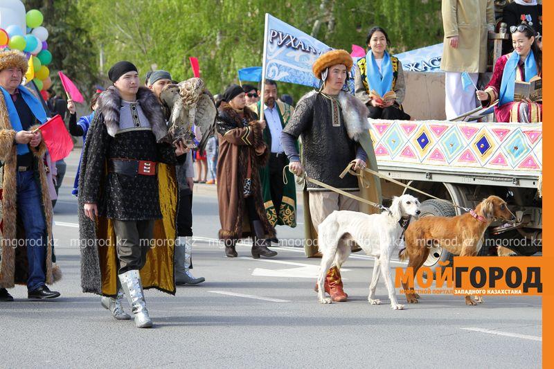 Новости Уральск - 50 тысяч человек приняли участие в первомайском шествии в Уральске