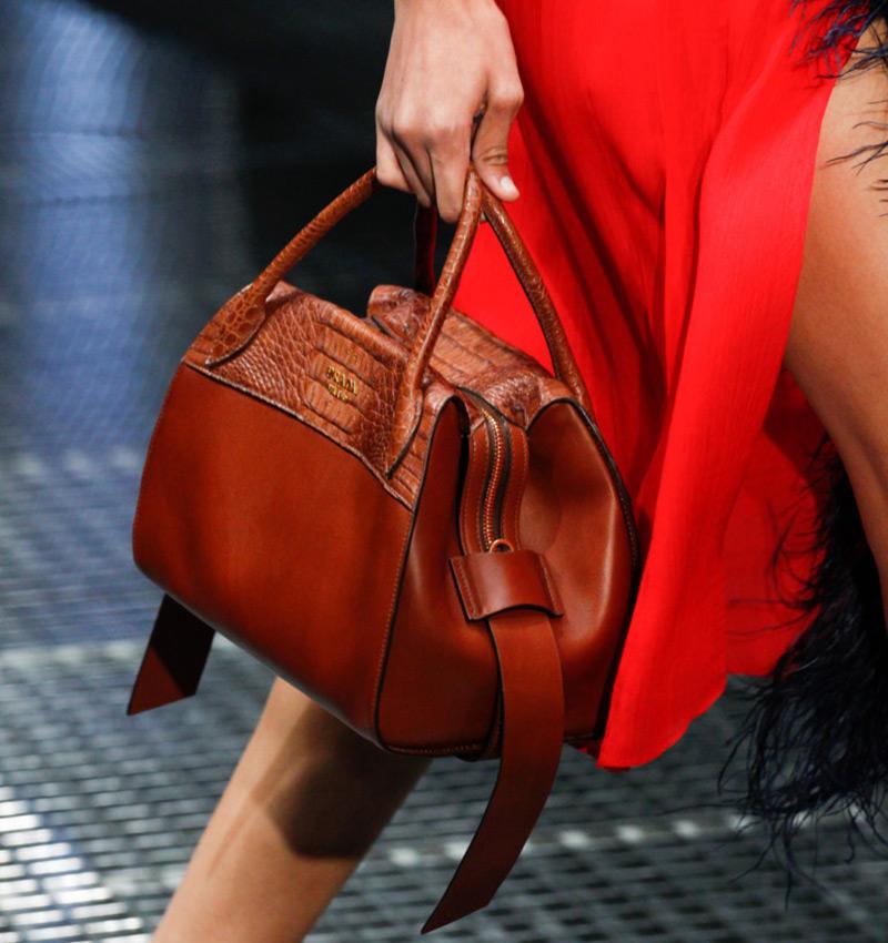 Новости PRO Ремонт - Вот как удалить темные пятна с кожаной сумки в домашних условиях