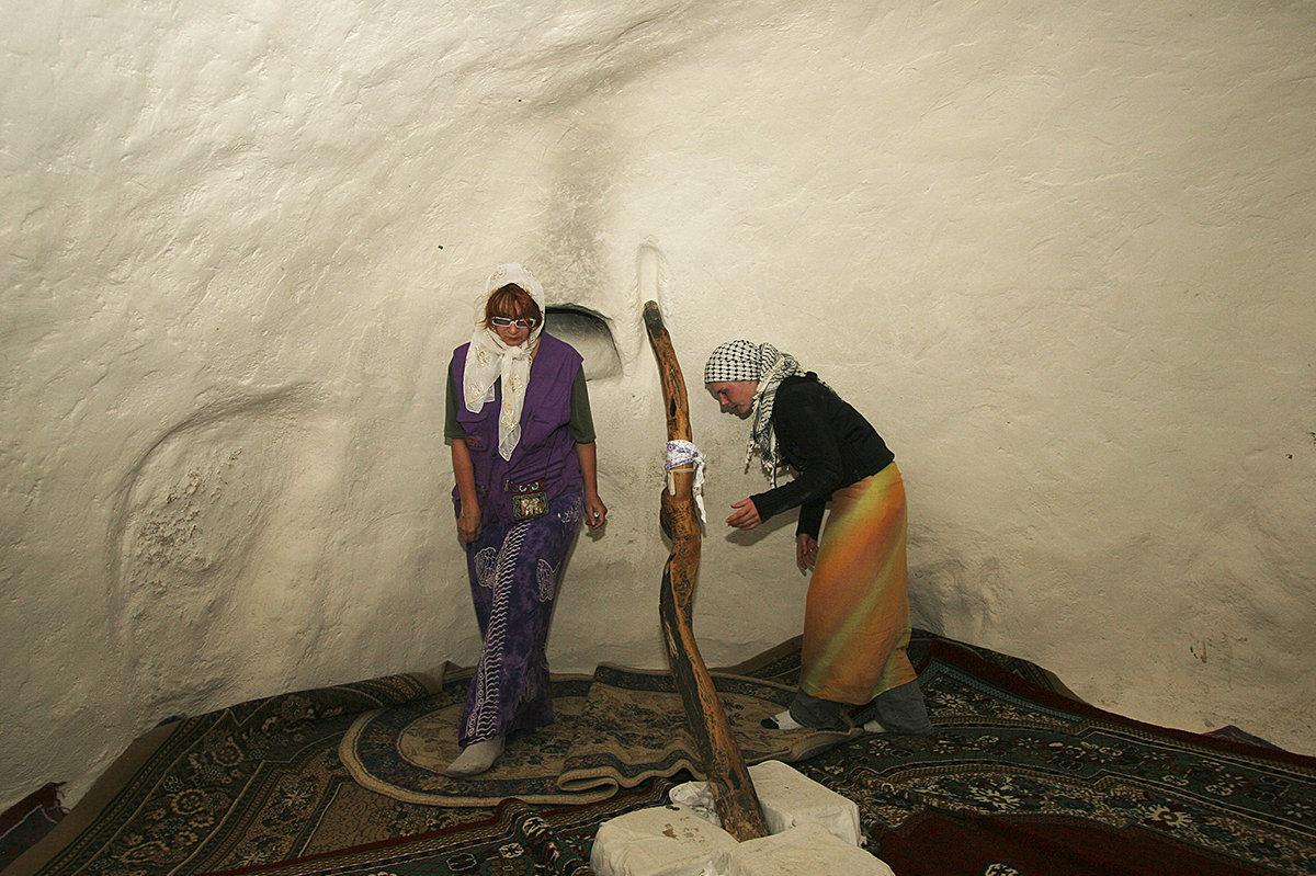 Новости Актау - Паломников, просят взять побольше еды. Главная святыня - подземная мечеть Беккет-ата