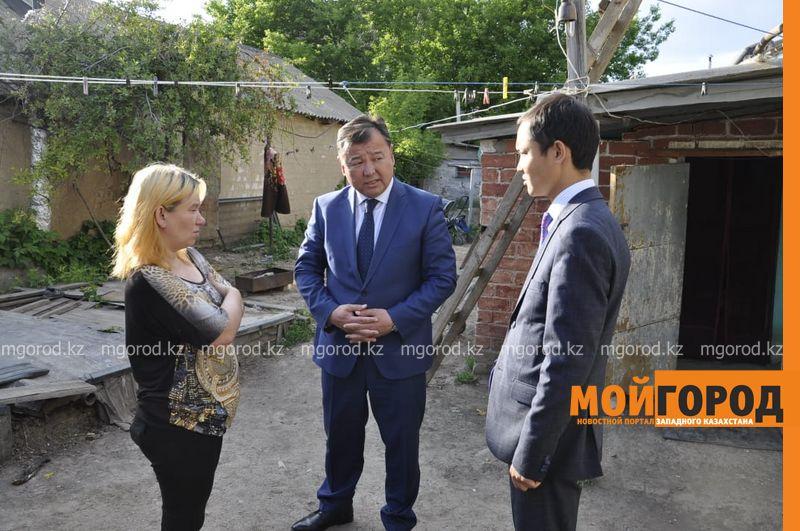 Новости Уральск - Аким Уральска пообещал помочь многодетной матери, которой негде жить