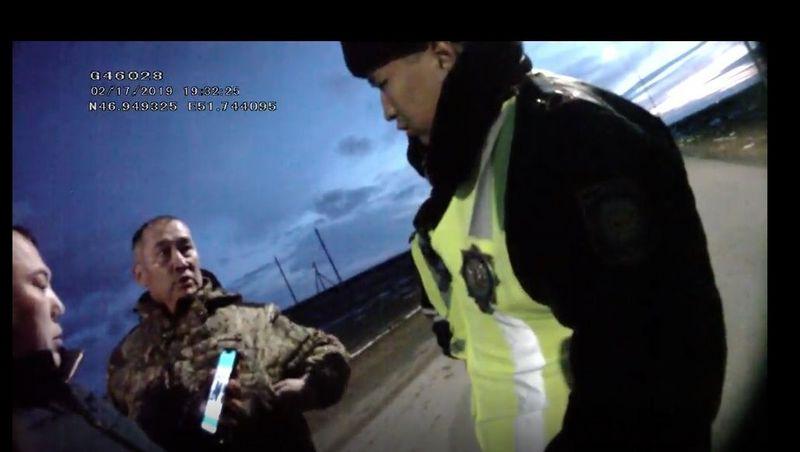 Пятерых полицейских Атырауской области наказали после видео с сотрудниками Нацбюро