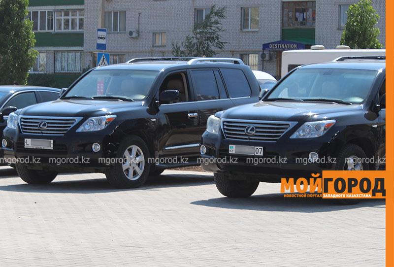Налог на роскошные автомобили обсуждают в Казахстане
