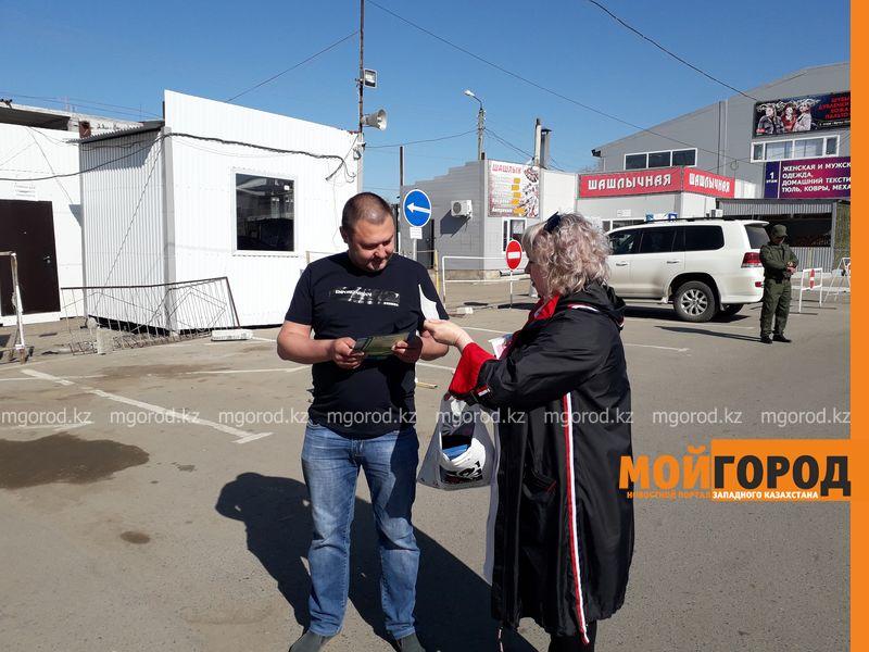 Более сотни человек прошли флюорографию на рынке в Уральске