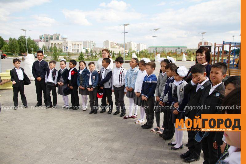 27 учеников посетили выставку книг на площади Первого Президента