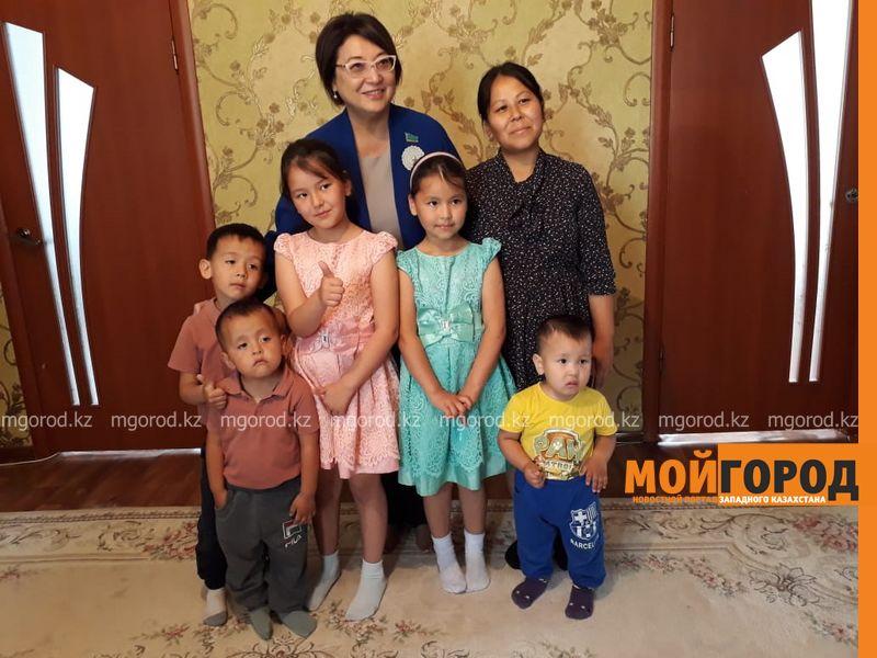 Ноутбук подарили многодетной семье из Аксая депутаты сената