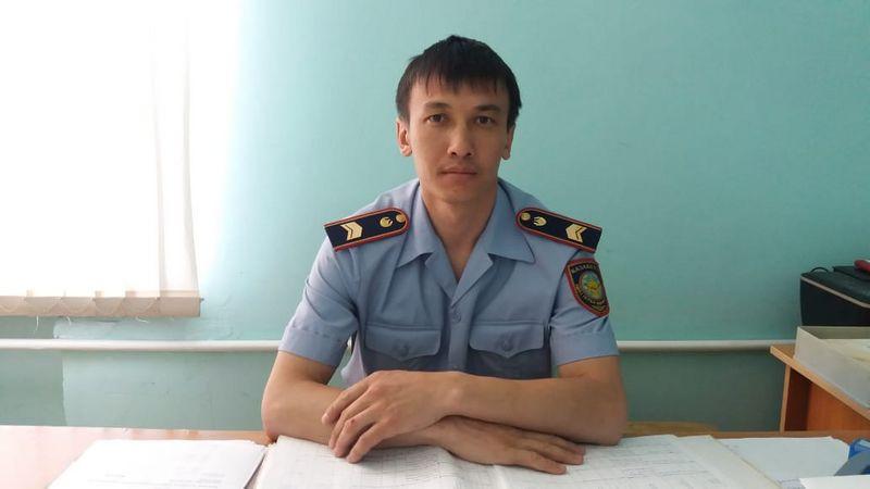 Новости Уральск - 17 млн тенге нашел в туалете уральский полицейский