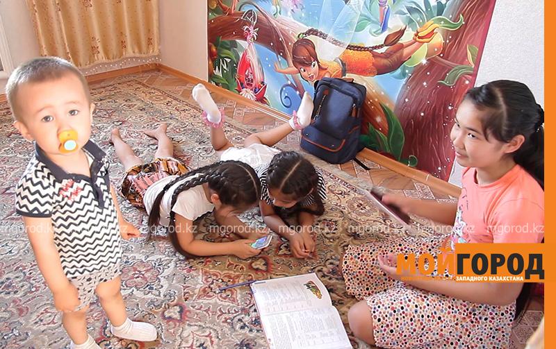 Новости Уральск - Пачка подгузников и банка детского питания в сутки: как справляются родители тройняшек (фото, видео)