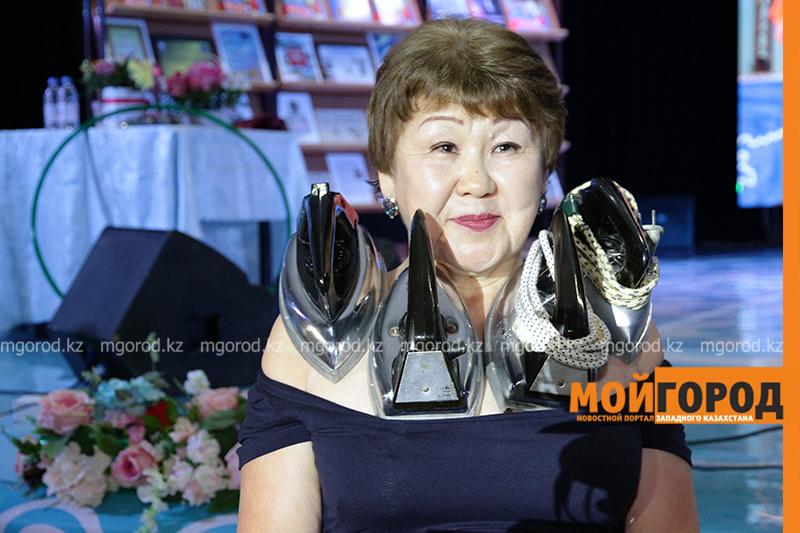 Новости Уральск - Женщина-магнит из Уральска удерживает на своем теле 10 килограммов металлических предметов