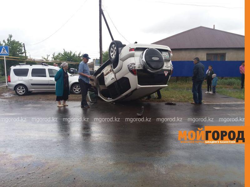 Новости Уральск - Джип перевернулся на крышу в Уральске