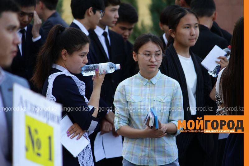 В Атырау родителям выпускников предложили дать взятку за успешную сдачу ЕНТ