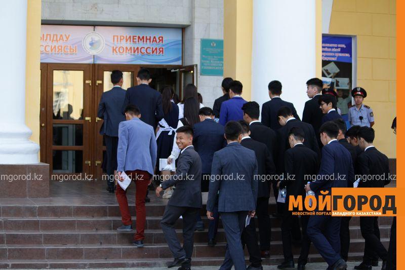 Новости Уральск - Молитвы и телефон в носке: как проходит ЕНТ в Уральске