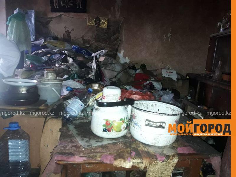 Новости Атырау - Более 30 тонн мусора вывезли из квартиры жительницы в Атырау (фото)