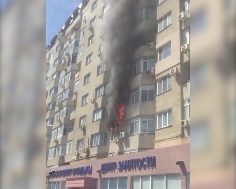 Новости Атырау - В Атырау горит многоэтажный дом (видео)