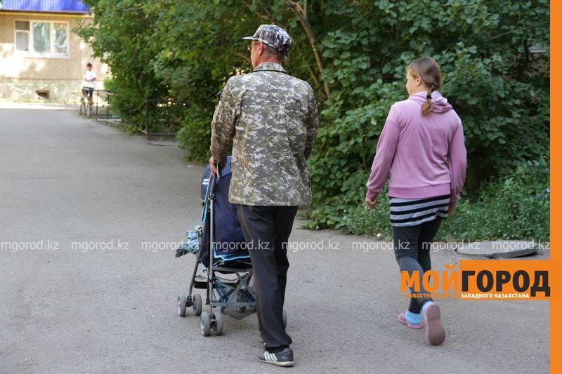 Новости Уральск - Уральцев возмутила женщина с новорожденным в компании алкоголиков (фото)