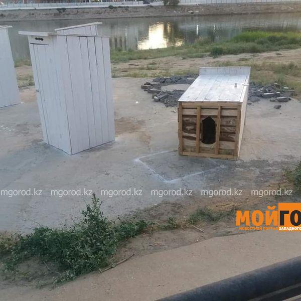 Новости Атырау - Туалеты, установленные на центральном пляже, возмутили жителей Атырау