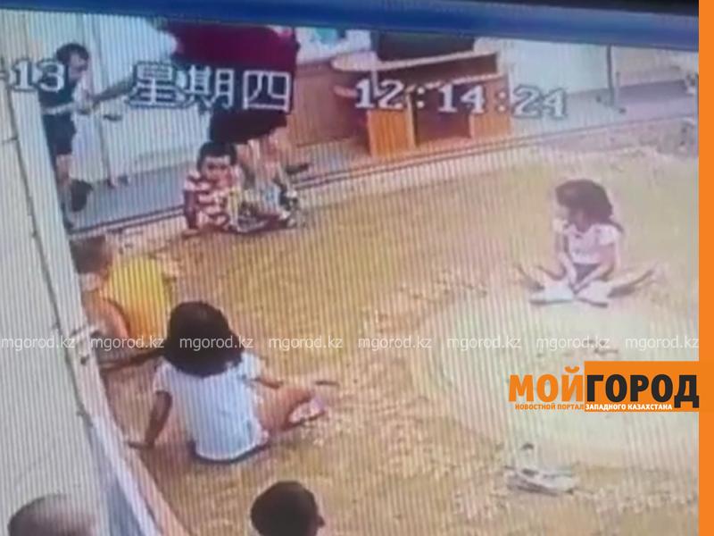 Новости Атырау - Воспитатель избивала ребенка в атырауском детсаду (видео)