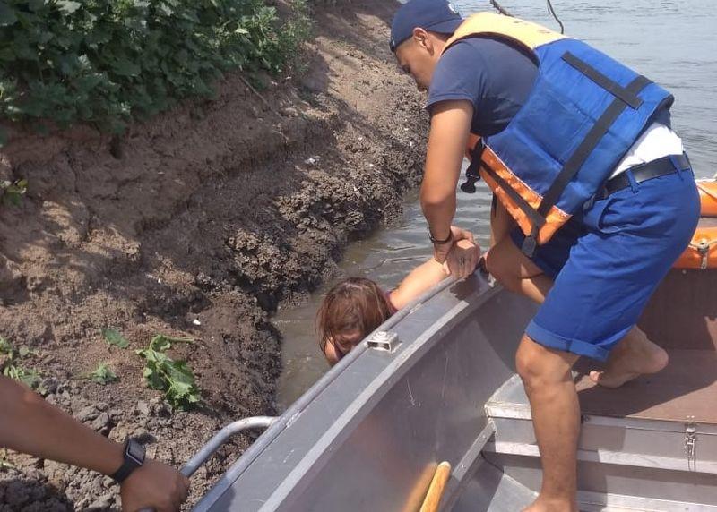 В Уральске женщина пыталась утопиться в реке (фото)